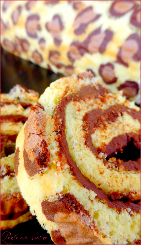 Roule Leopard ou Leopard Roll Cake | Faith, Hope, Love, and Luck Survive Despite a Whiskered Accomplice